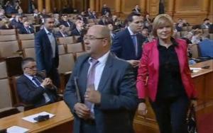 Само преди минути! Скандал в парламента! ДПС НАПУСНА заради БАТАШКОТО КЛАНЕ! МЕСТАН ПОБЕСНЯ!