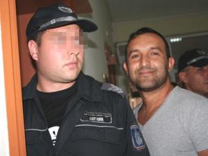 ВИЖТЕ ГО! Това е биячът от ДПС, пребил българин, заплашил го с изнасилване и го карал да яде сурова риба!